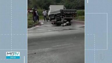 Motociclista fica gravemente ferido após bater em roda de caminhão - Acidente foi registrado na BR-116.