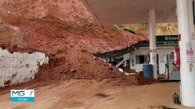 CREA-MG lamenta deslizamento de terra em Caratinga e diz que obra foi fiscalizada - Barranco que cedeu destruiu parte de uma casa e três prédios.