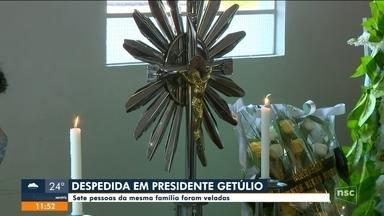 Sete pessoas da mesma família são veladas em Presidente Getúlio - Sete pessoas da mesma família são veladas em Presidente Getúlio