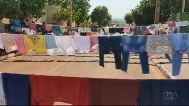 Moradores montam varal solidário em Maurilândia - Ação aconteceu em frente ao Conselho Tutelar da cidade.
