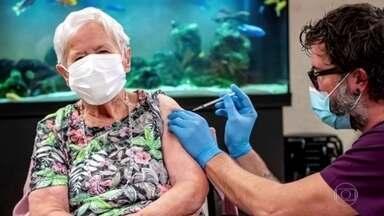 Suíça começa vacinação contra Covid-19 - Moradora de asilo, de 90 anos, foi a primeira imunizada. Os militares estão ajudando a distribuir as primeiras 100 mil doses por toda a Suíça.