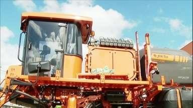 Pandemia desacelera produção de máquinas agrícolas e entregas ficam para 2021 - Empresas precisaram diminuir o quadro de funcionários em função do novo coronavírus e, como consequência, os preços dos equipamentos subiram.