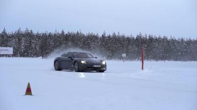 Um carro elétrico para patinar no gelo. Melhor, para grudar no gelo. - Um carro elétrico para patinar no gelo. Melhor, para grudar no gelo.