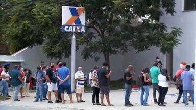 Socorro na conta: auxílio emergencial ajuda brasileiros com empregos informais na pandemia - Governo adotou medidas econômicas em meio à pandemia. A desoneração da folha contemplou os setores que mais empregam no país: cerca de 6 milhões de trabalhadores.