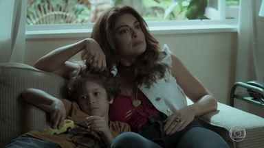 Bibi consegue despistar os policiais - Jeiza aceita ajudar Caio. Aurora se preocupa quando Dedé conta que ele e Bibi foram parados pela polícia