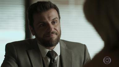 Caio oferece carona a Jeiza - Ele conta para a policial que seu casamento com Leila acabou