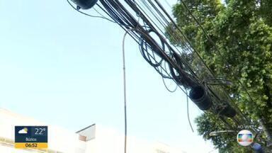 Policlínica da Uerj está sem comunicação com pacientes devido ao furto de cabos - O problema ocorre desde setembro e a direção da unidade diz que a situação virou uma rotina, pois sempre que a empresa de telefonia conserta os cabos, eles são roubados novamente.