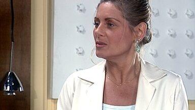 Helena sugere que Ema faça o vestido de noiva de Camila - A noiva se anima, mas acredita que Alma não vá gostar da ideia