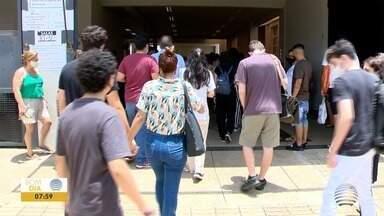 Moradores da região passam pela primeira fase do exame da Fuvest - Mais de 1,4 mil candidatos se inscreveram para prestar a prova em Prudente.