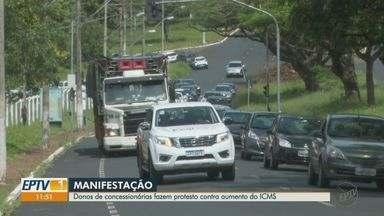 Donos de concessionárias fazem protesto contra o aumento do ICMS - Manifestação ocorreu na manhã desta segunda-feira (11) em Ribeirão Preto, SP.