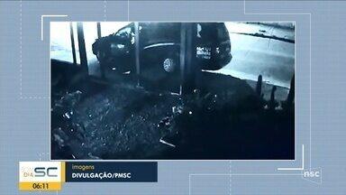 Jovem é preso após furtar carro de funerária com corpo dentro em SC - Jovem é preso após furtar carro de funerária com corpo dentro em SC
