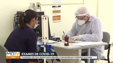 UFMG não recebe material da Funed para testes de Covid-19 desde o início do ano - A Universidade Federal de Minas Gerais (UFMG), maior parceira do estado na realização de diagnósticos de Covid-19, não recebe amostras da Fundação Ezequiel Dias (Funed), para processamento do teste RT-PCR, desde o início de janeiro. A Universidade alega que o motivo para o atraso é a falta de pessoal da Fundação para fazer a triagem das amostras.