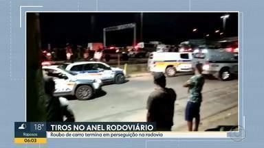 Roubo de carro termina em perseguição no Anel Rodoviário em Belo Horizonte - Suspeito foi baleado pela polícia. Segundo os militares, ele estava com uma réplica de arma de fogo.