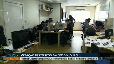 Veja como foi a geração de emprego no ano passado em Foz do Iguaçu - Dados do Caged revelam que em 2020 foram cinco meses de saldos positivos nas contratações.