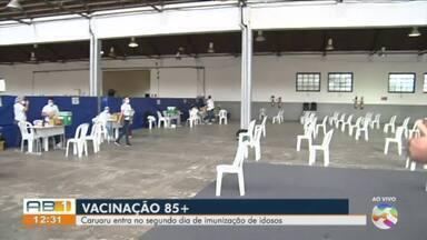 Idosos continuam sendo vacinados contra a Covid-19 nesta sexta-feira (29) - Vacinação está sendo realizada no Espaço Cultural Tancredo Neves.