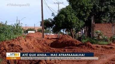 Obras inacabadas atrapalham passagem de moradores no Jardim Taquari - Obras inacabadas atrapalham passagem de moradores no Jardim Taquari