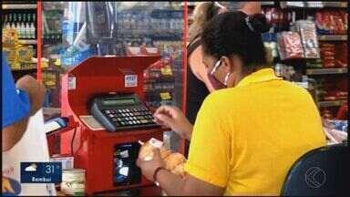 Ano fecha com inflação alta e em Divinópolis, consumidores sentem no bolso - A alta de 5,45% foi a maior desde 2016. Itens básicos como arroz, açúcar e feijão tiveram disparada nos preços.