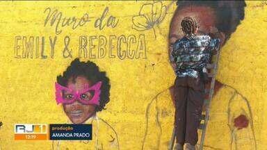 Meninas Emily e Rebeca são homenageadas no bairro onde moravam, em Caxias - Amigos e parentes das meninas Emily e Rebeca, mortas com balas perdidas no fim do ano passado, inauguraram um memorial em Caxias.
