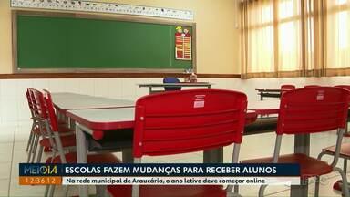 Escolas fazem mudanças para receber alunos - Na rede municipal de Araucária, o ano letivo deve começar online.