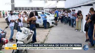 Moradores de Feira de Santana se aglomeram e enfrentam fila para vacina contra a Covid - Imunização no sistema drive-thru foi suspensa no município.