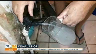 Moradores continuam reclamando de água com gosto no Rio - RJ1 ouviu queixas em Campo Grande, na Zona Oeste.