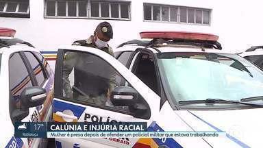 Mulher é presa acusada de cometer calúnia e injúria racial contra policial militar - Uma mulher de 24 anos foi presa após ofender um cabo da Polícia Militar, na madrugada deste sábado, em Ibirité. A corporação foi chamada por causa de uma briga de família no bairro Novo Horizonte. A mulher detida não tinha relação com a primeira ocorrência.
