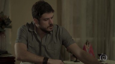 Nazaré teme que Zeca descubra que Ruy está tentando comprar sua casa - Ela conta para o irmão, mas diz que é melhor esconder de Zeca