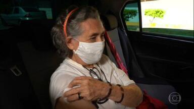 Idosos da zona rural de Brasília são imunizados contra a Covid-19 - Para receber a dose da vacina, população deve se dirigir até postos de saúde na área urbana.