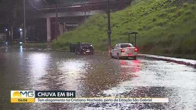 Quarta-feira (17) começa com muita chuva em Belo Horizonte - Parte da avenida Cristiano Machado ficou alagada.