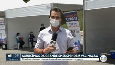 Municípios da Grande SP suspendem vacinação por falta de doses; veja quais são - Em Guarulhos, só estão sendo vacinados idosos acamados.