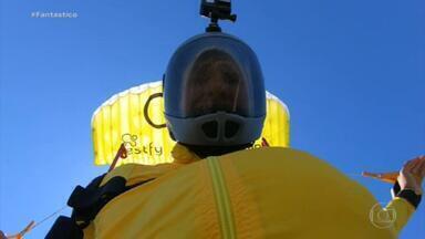 Brasileiro bate recorde de voo no menor paraquedas do mundo - Fantástico acompanhou com exclusividade a preparação e o salto de Luigi Cani em um paraquedas de 3,15 metros quadrados. Desde 2013, recorde pertencia ao venezuelano Ernesto Gainza.