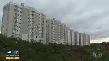 Moradores de Conjunto Habitacional continuam em risco - Moradores reclamam de obra da construtora.