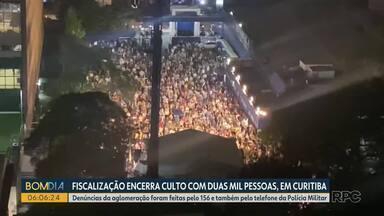 Fiscalização encerra culto evangélico com duas mil pessoas, em Curitiba - Organizadores foram multados em 150 mil reais por promover evento com aglomeração e sem o distanciamento adequado.
