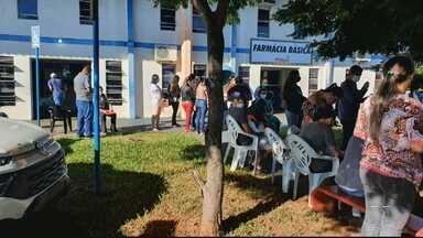Chamamento público para profissionais de saúde gera aglomeração, em Morrinhos - Candidatos enfrentam dificuldades para fazer cadastro.