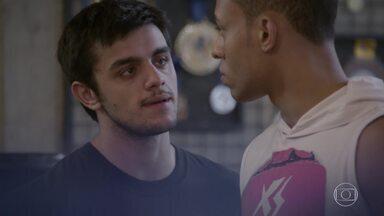 Cobra ameaça Wallace - Wallace acusa Cobra de tentar atingi-lo por ciúmes de BB