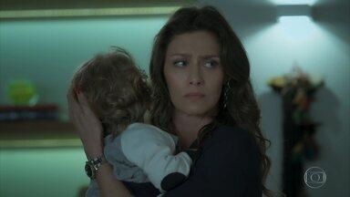 Joyce tranca as portas de casa para impedir que Ritinha saia com Ruyzinho - A esposa de Ruy provoca a sogra e afirma que vai levar o filho com ela. Caio e Selma se preocupam com Bibi. Ritinha não se intimida com a chegada da polícia, mas é obrigada a deixar Ruyzinho com Joyce