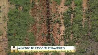 Cemitérios do Grande Recife voltam a abrir valas extras - Hospital do Idoso instala contêiner, que vai funcionar como câmara frigorífica para abrigar corpos de vítimas da Covid.