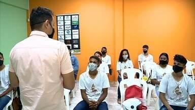 Projeto Padroeira Solidária capacita jovens para o mercado de trabalho - Ação começou como uma campanha de distribuição de cestas básicas no interior.