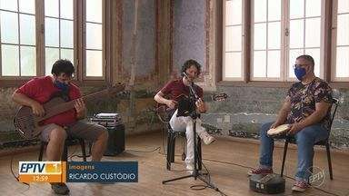 'Em cena': Projeto de Socorro traz diferentes estilos musicais brasileiros - Série de apresentação de lives convida o telespectador a fazer um passeio pelos gêneros da música nacional.