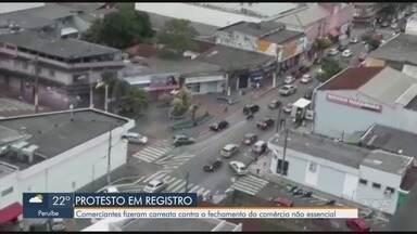 Comerciantes protestam contra o fechamento de estabelecimentos em Registro - Empresários fizeram uma carreata pela cidade.