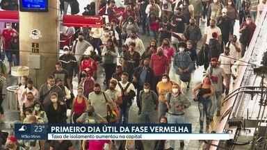 Primeiro dia útil da fase vermelha no estado - Taxa de isolamento aumentou no final de semana, na capital. Mas quem não parou de trabalhar enfrentou aglomeração no transporte público hoje.