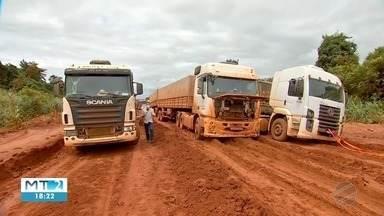 Agricultores e caminhoneiros acumulam prejuízos com os atoleiros na BR 158 - Agricultores e caminhoneiros acumulam prejuízos com os atoleiros na BR 158.
