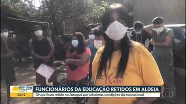 Funcionários da educação ficam retidos em escola de aldeia indígena - Grupo foi retido por índios que protestam contra más condições da escola.