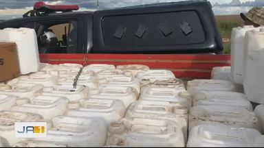 Polícia apreende mais de 2 mil litros de defensivos agrícolas em Cristalina - Apreensão foi feita pelo Comando de Operações de Divisas (Cod).