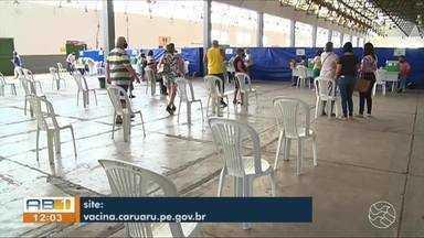 Confira a vacinação dos idosos nesta quinta-feira (11), em Caruaru - Atualmente, a faixa de idade para vacinação é de 77 anos.