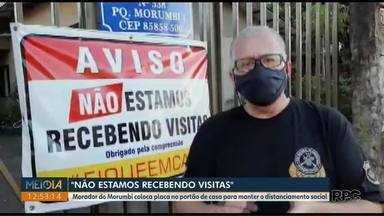 Morador do Paraná coloca placa em frente de casa: 'Não estamos recebendo visitas' - Caso ocorreu em Foz do Iguaçu. Ele conta que medida é para garantir distanciamento social neste momento.
