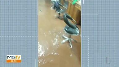 Chuva forte invade salão de beleza em Virginópolis - Confira.