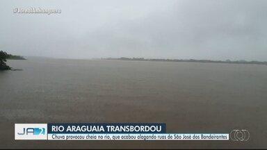 Rio Araguaia transborda após chuva, em Goiás - Chuva provocou cheia no rio, que acabou alagando ruas de São José dos Bandeirantes.