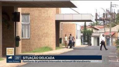Familiares de pacientes internados na rede pública em Uberlândia reclamam de atendimento - Forma como os pacientes estão atendidos é o problema. Em um dos casos, a denúncia é de negligência, que acabou resultando na contaminação pela Covid-19.