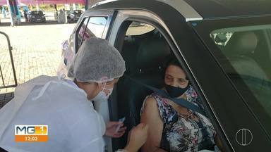 Idosos acima de 79 anos começam a ser vacinados em Curvelo - Vacinação começou nessa sexta.